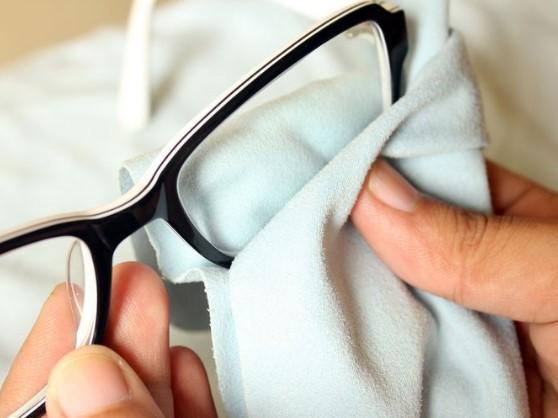 чем можно протирать очки для зрения