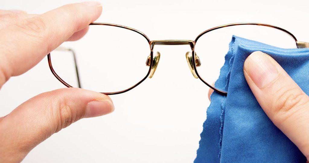 как убрать царапины с очков для зрения